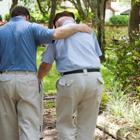 Tenir cura d'un familiar gran. Ha arribat el moment de pensar en una residència?