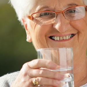 La disfàgia o els problemes de deglució en persones grans (I): Mesures higièniques i posturals