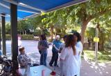 Preparando los grupos para la gincana del Día Internacional de los Mayores, en la Residencia Nazaret