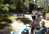 La puntería se nos da bien en la Residencia Nazaret. Gincana del Día Internacional de los Mayores