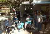 Juego de la gincana del Día Internacional de los Mayores en la Residencia Nazaret