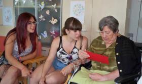"""""""Apadrinar un abuelo"""". Proyecto intergeneracional, a la Residencia Nazaret"""